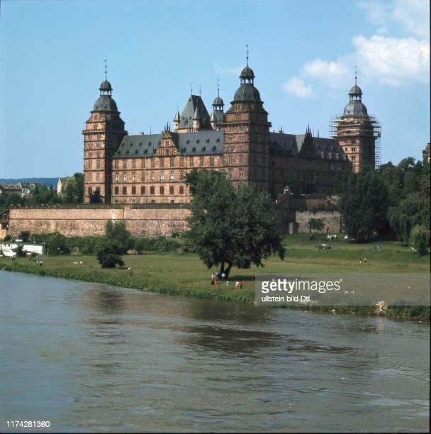 Schloss Johannisburg am Ufer des Mains Aschaffenburg 1960