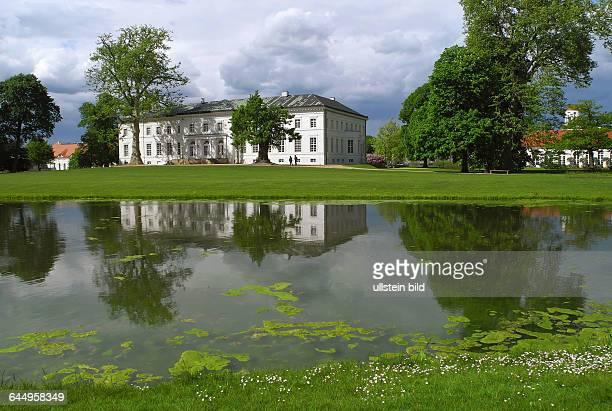 Schloss Neuhardenberg mit grossem gepflegtem SchlossparkDas Schloss bietet vielfaeltige Konzertveranstaltungen und Ausstellungenueber das gesamte...