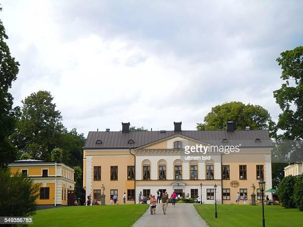 Schloss Taxinge und die Parkanlagen am Mälarsee sind beliebte Erholungsgebiete aufgenommen am 22 Juli 2012