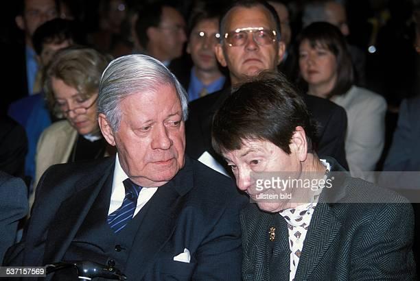 Schmidt Helmut * Politiker SPD D Bundeskanzler 19741982 mit Ehefrau Loki bei der Eroeffnung der privaten 'International University' in Bremen