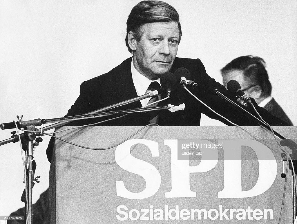 Schmidt, Helmut *- Politiker SPD, DBundeskanzler 1974-1982- waehrend einer Wahlkampf-Rede- 1976