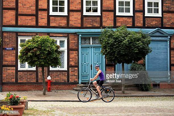 DEUTSCHLAND Schnackenburg Stadtansicht altes Haus am Markt Tradition | GERMANY Schnackenburg Foto