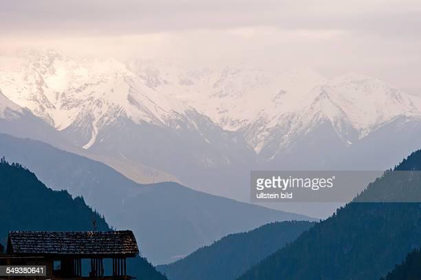 Schneebedeckte Gipfel im Naturreservat Meili Xue Shan