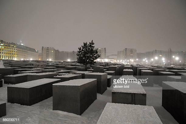 Schneebedecktes HolocaustMahnmal in BerlinMitte