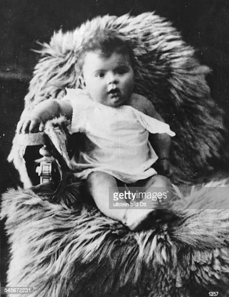 Schneider, Magda - Actress, Germany - *-+ - as small child - undated - Vintage property of ullstein bild
