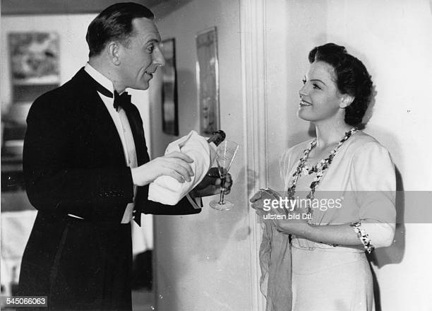 Schneider, Magda - Actress, Germany - *-+ Scene from the movie 'Liebeskomoedie' - with Theo Lingen Directed by: Theo Lingen Germany 1942 Produced by:...