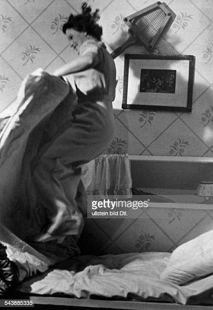 Schneider, Magda - Actress, Germany*-30. 07.1996+- theatric part as a student, is jumping of her bed on stage - Photographer: Rene Fosshag- Published...