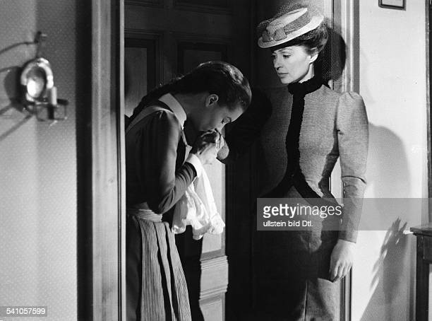 Schneider Romy Actress Germany * Scene from the movie 'Maedchen in Uniform' with Lilly Palmer Directed by Geza von Radvanyi Germany / France 1958...