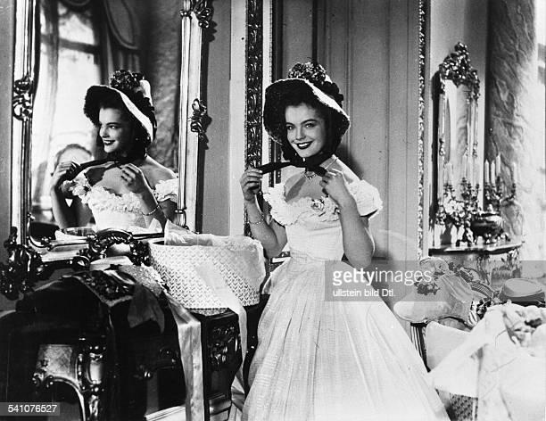 Schneider Romy Actress Germany * Scene from the movie 'Maedchenjahre einer Koenigin' Directed by Ernst Marischka Austria 1954 Vintage property of...