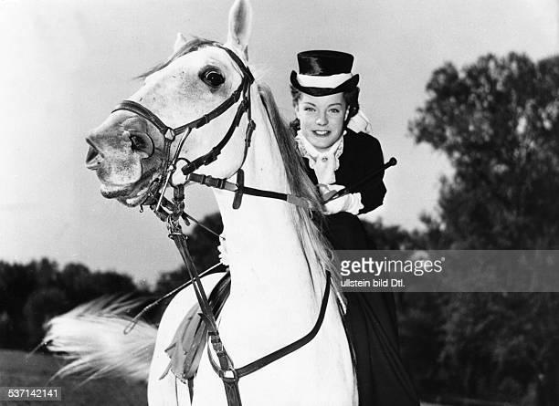Schneider Romy Actress Germany Scene from the movie 'Maedchenjahre einer Koenigin' Directed by Ernst Marischka Austria 1954 Vintage property of...
