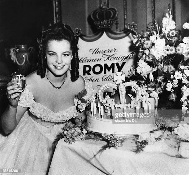 Schneider Romy Actress Germany with a birthday cake after finishing the filmings of 'Maedchenjahre einer Koenigin' Directed by Ernst Marischka...