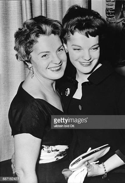Schneider, Romy , Schauspielerin, D, - mit Mutter Magda Schneider, - 1958, - identisch mit Bild