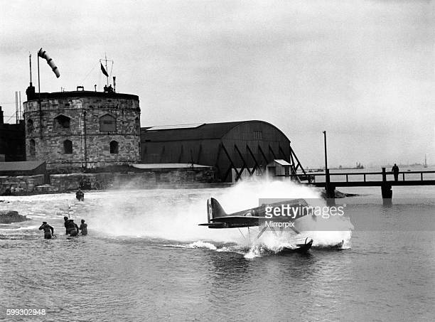 Schneider Trophy Race Plane taxiing on the water September 1931 P004303