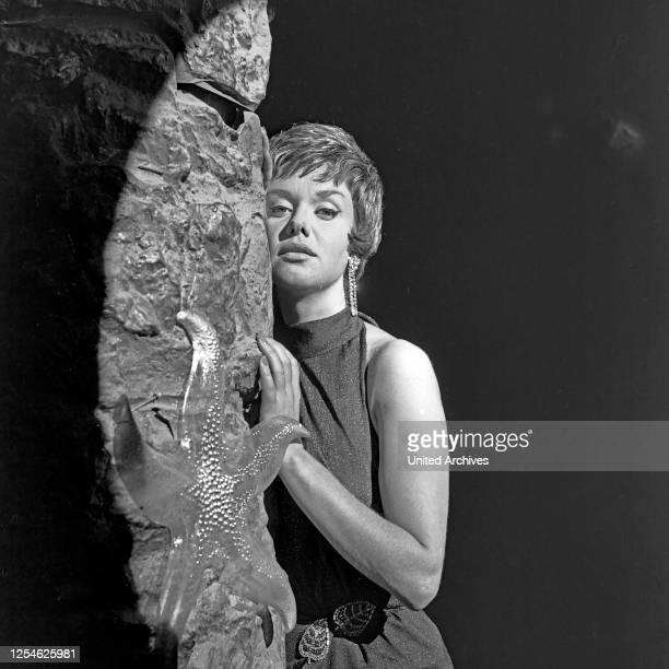 Schönes Wochenende, Fernsehspiel, Deutschland 1962, Regie: Peter Beauvais, Darsteller: Maria Sebaldt.