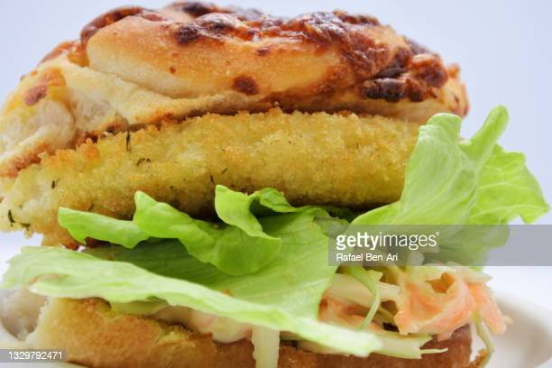 schnitzel burger close up - rafael ben ari fotografías e imágenes de stock