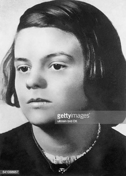 Scholl Sophie * Student D member of the resistancegroup 'White Rose' during IIIReich Portrait ca 1941