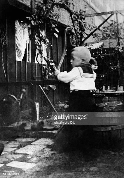 Scholz Gustav 'Bubi' *Boxer D als Kind undatiert