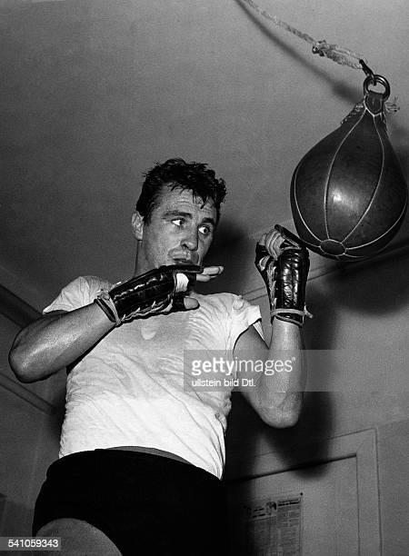 Scholz Gustav 'Bubi' *Boxer D am Punchingball 1959