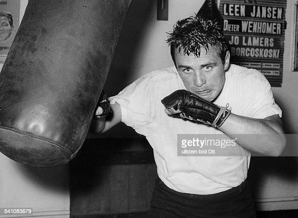 Scholz Gustav 'Bubi' *Boxer D am Sandsack 1960