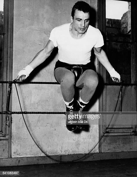 Scholz Gustav 'Bubi' *Boxer D beim Seilspringen