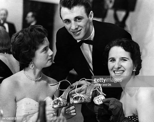 Scholz, Gustav 'Bubi' *-+Boxer, D- mit seiner spaeteren Ehefrau Helga - 1954