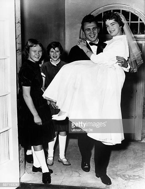 Scholz, Gustav 'Bubi' , Boxer, D, - nach der kirchlichen Trauung mit, Ehefrau Helga