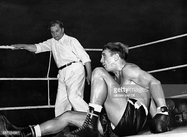 Scholz Gustav 'Bubi' Boxer D nach einem Niederschlag gegen Emile Delmine 1954