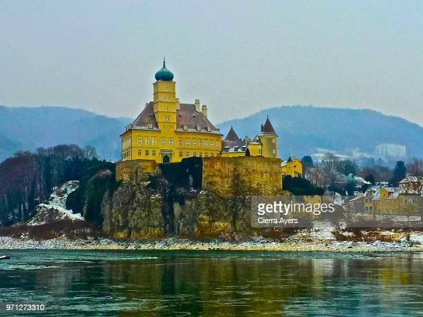 schonbuhel benedictine abbey located above the town of melk, lower austria - abadia mosteiro - fotografias e filmes do acervo
