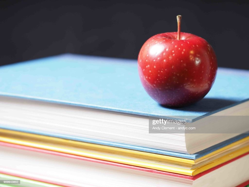 School Books with Apple : Stock-Foto