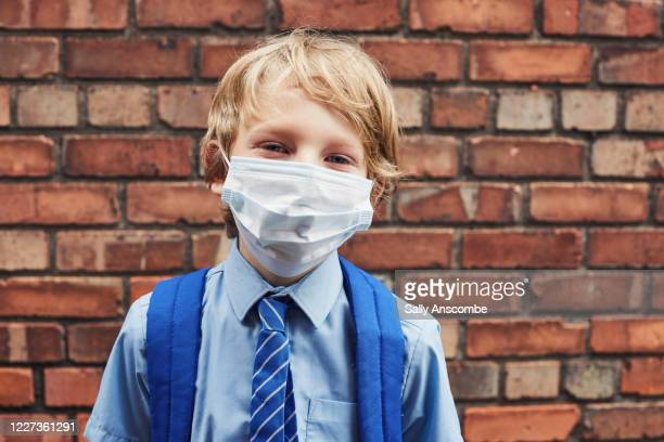 school child wearing a face mask - primary school child stock pictures, royalty-free photos & images