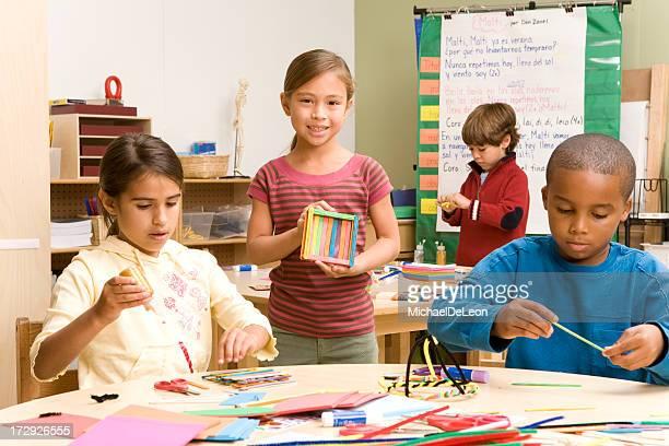 学校の子供の美術教室 - art and craft ストックフォトと画像