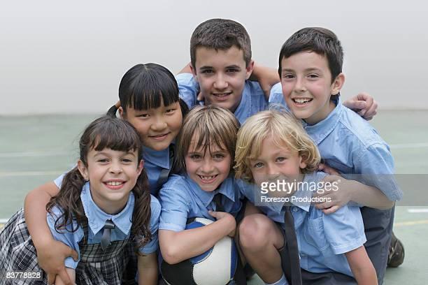 school children in group photo - unabhängige schulbildung stock-fotos und bilder