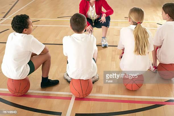 school children in physical education class - physical education - fotografias e filmes do acervo