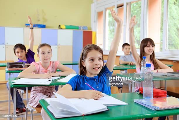 Élève placer les mains dans une leçon.