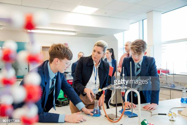 school children stem learning - chemistry stock pictures, royalty-free photos & images