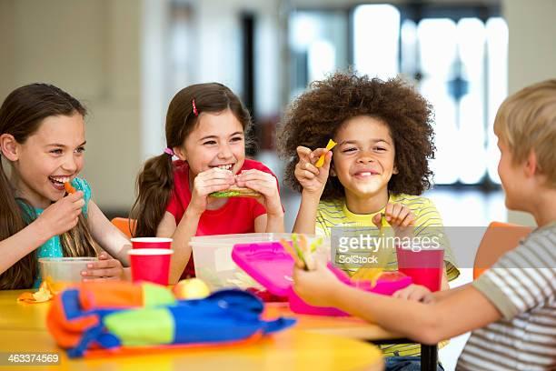 学校のディナー