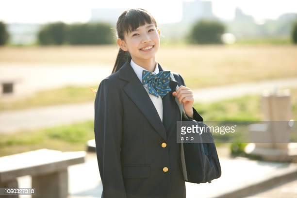 笑顔の女子校生 - 制服 ストックフォトと画像