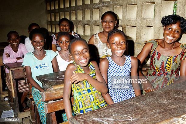 school in abidjan, ivory coast - femme ivoirienne photos et images de collection