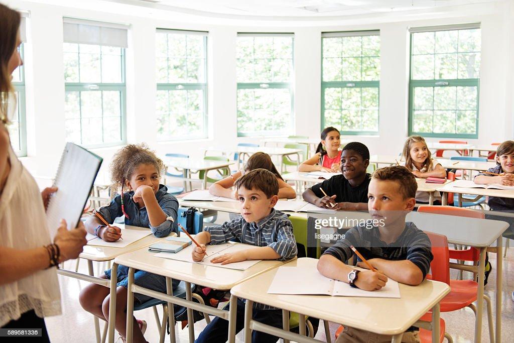 School kids in classroom : Stock-Foto