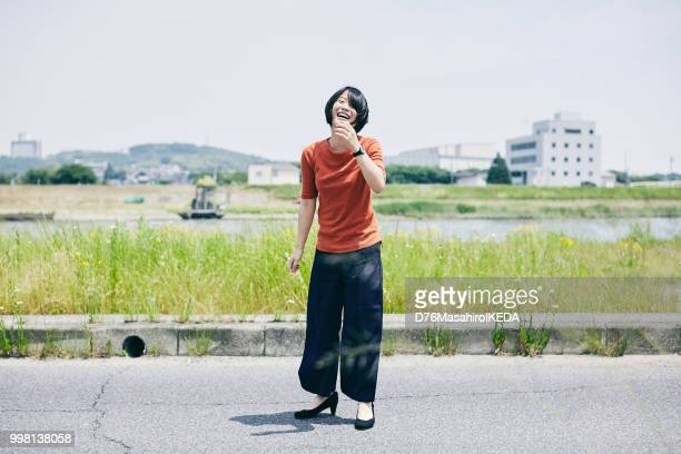 日本での学校生活 - 女子大生 ストックフォトと画像