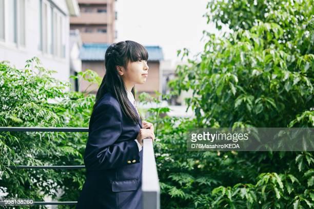 日本での学校生活 - 制服 ストックフォトと画像