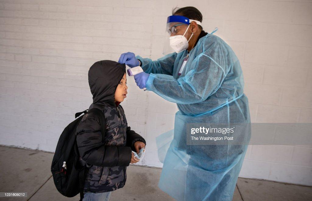 Students return to DC Schools : News Photo