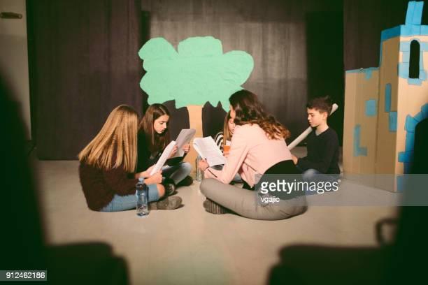 ensaio de peça de escola - actor - fotografias e filmes do acervo