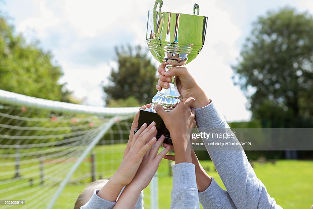 School soccer team holding trophy : Stock-Foto