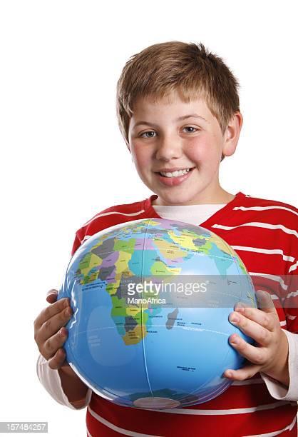 scolaro tenendo un mondo globo - mappamondo foto e immagini stock