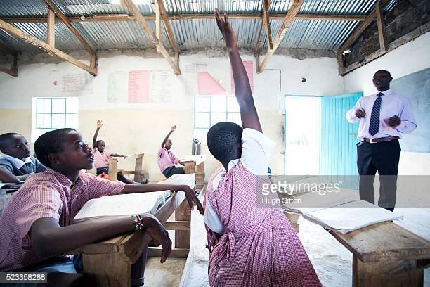 schoolchildren (6-9) in primary school, maasai area, kenya - hugh sitton stock pictures, royalty-free photos & images