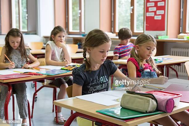 schoolgirls at class - linkshandig stockfoto's en -beelden