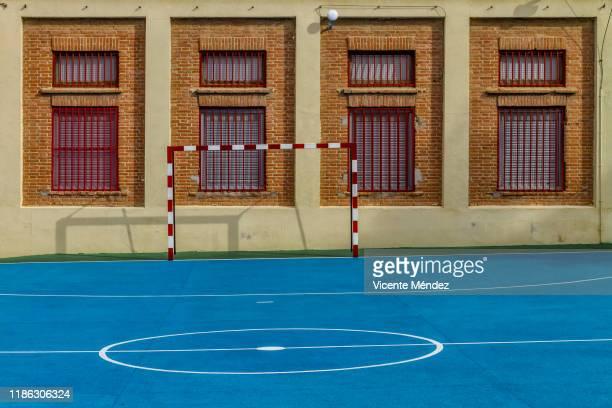 schoolyard with indoor soccer field - patio de colegio fotografías e imágenes de stock