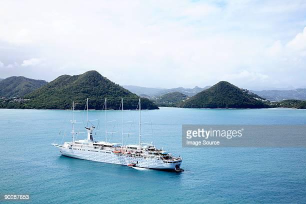 schooner cruise ship in sea near st lucia - kreuzfahrt stock-fotos und bilder