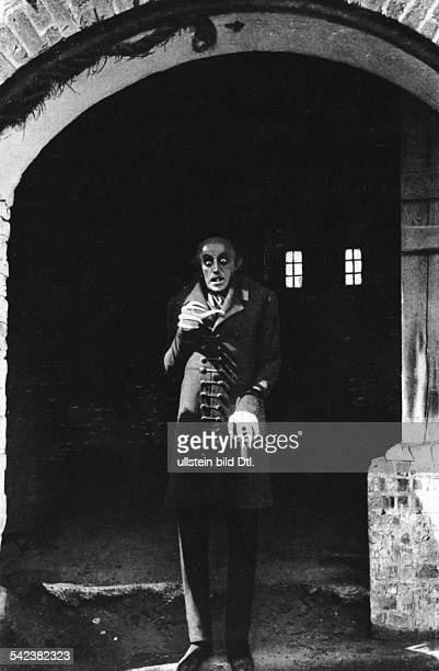 Schreck Max Actor Germany *06091879 Scene from the movie 'Nosferatu eine Symphonie des Grauens' as vampire Directed by Friedrich Wilhelm Murnau...